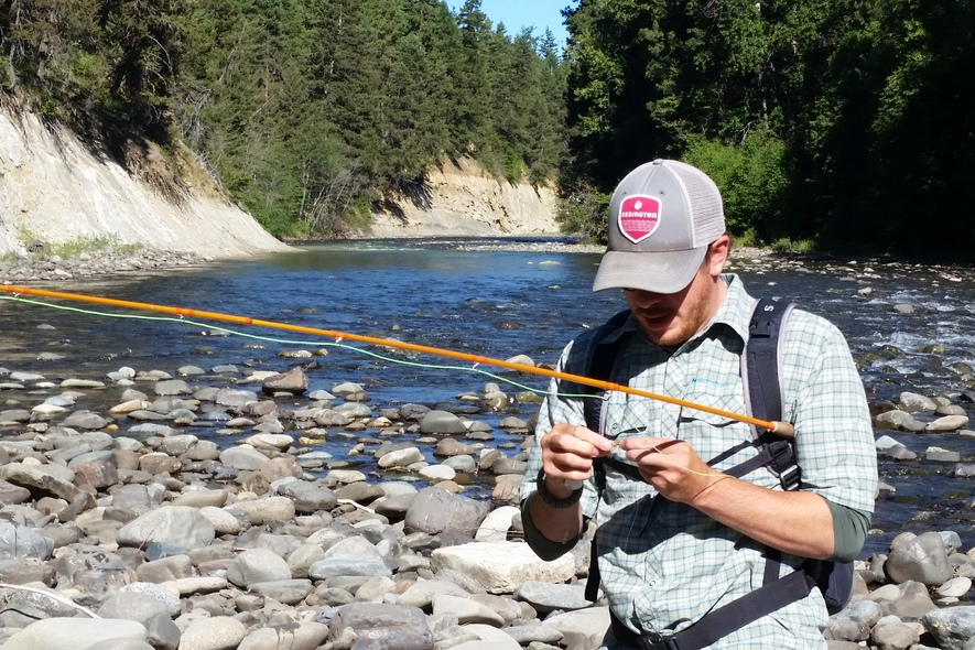 Tying a Fly on Wade Fishing Teanaway